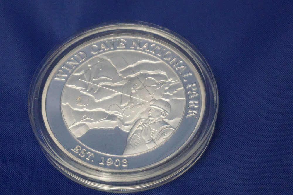 2 sided coin Wind Cave/Jewel Cave